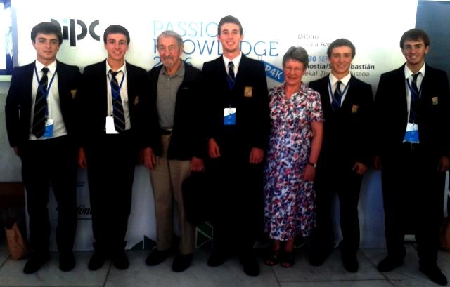 Gaztelueta: alumnos de 2 Bach con el premio Nobel de Química 2013, Martin Karplus, y la profesora de Oxford Dame Jozelyn Bell