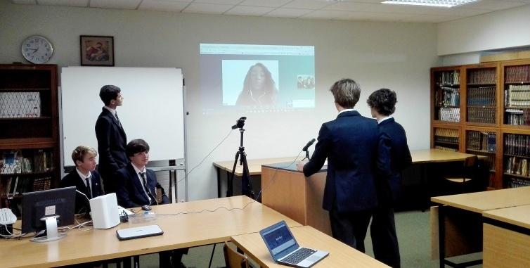 Vídeo-conferencia con inversores extranjeros