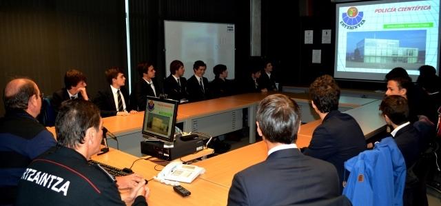 Gaztelueta: visita a la Unidad Policía Científica de Ertzaintza