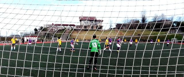 Victoria del equipo de Futbol Juvenil: Gaztelueta (3)- F.C. Leioa (2)
