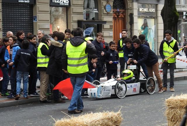 Gaztelueta: voluntarios de Bachillerato han colaborado en la organización de la carrera en Bilbao
